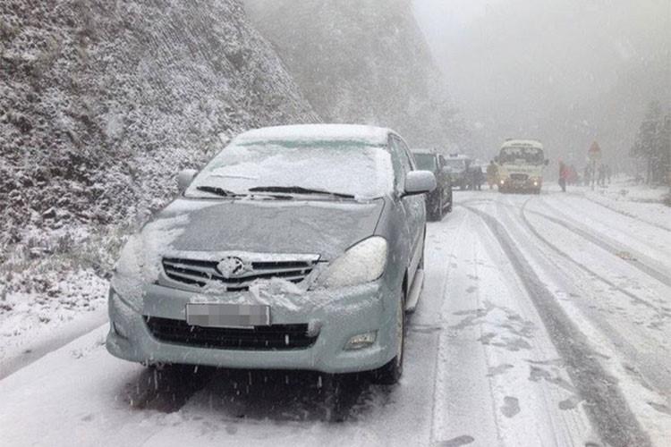 Mùa đông tại Việt Nam hiếm khi nhiệt độ xuống thấp đến mức tuyết rơi hoặc băng giá nhưng ô tô vẫn có thể gặp phải những vấn đề