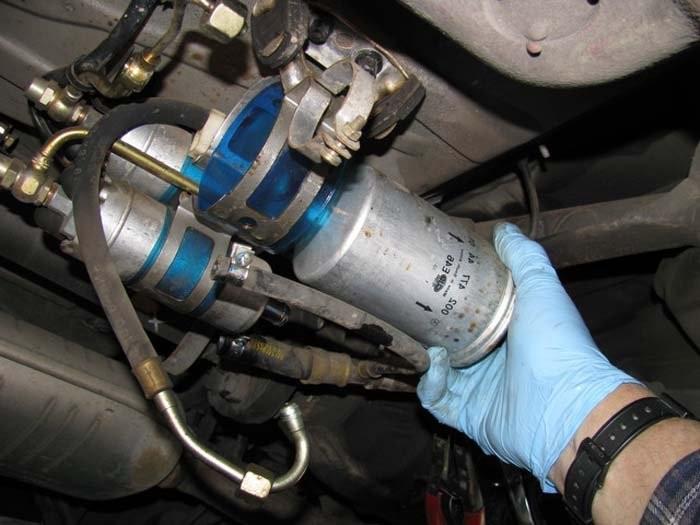 Cần kiểm tra và thay thế lọc nhiên liệu trước khi bước vào mùa đông
