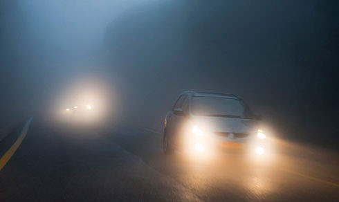 Hệ thống đèn hết sức quan trọng khi xe di chuyển trong sương mù vào mùa đông